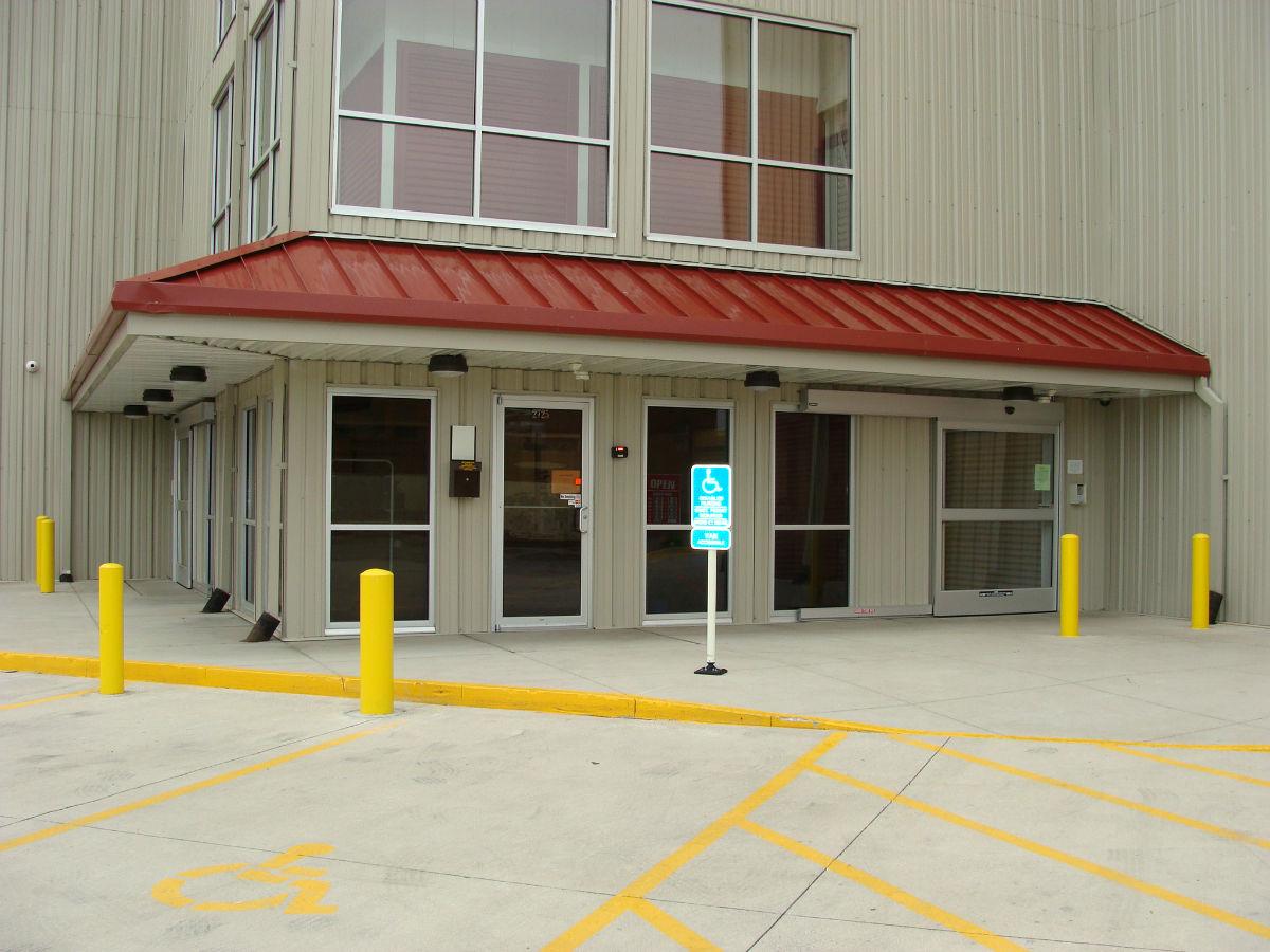 Dinou0027s Storage West Des Moines Modern Storage Units